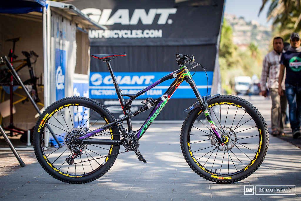 Let s just take a moment to fully take in Sam Hill s insane paint job on his Nukeproof Mega we posted a full bike check earlier this season .