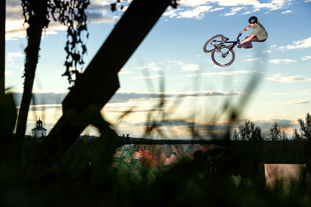 SlopeFest is primarily a competition, but it's also good atmosphere, friendship, riding just for fun, Swedish summer and of course, the late Swedish sunset.