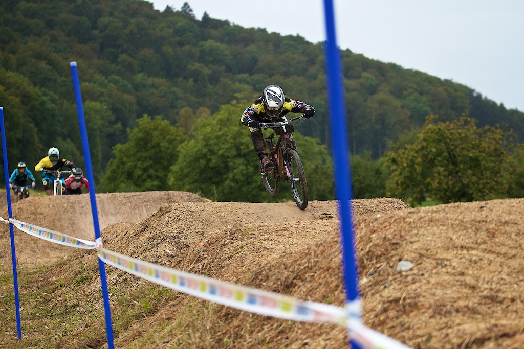 Simon Waldburger strongly leads the big final in the Elite Men category on his home soil - Photographer Valentin Mueller