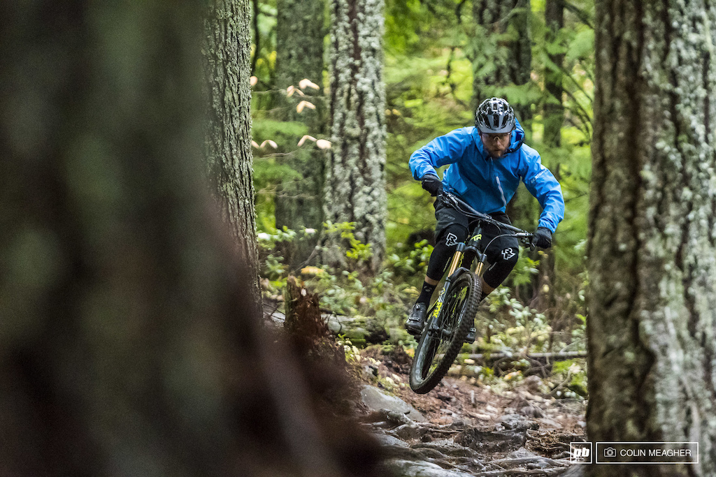 Justin Fernandes in the Bontrager Lithos Softshell and Stormshell Shorts.