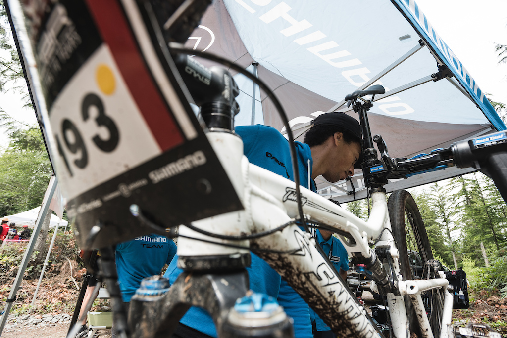 Ryan Sweeney in the Shimano Tech zone getting a rider fixed up so they could finish their day. Photo BCBR Dave Silver
