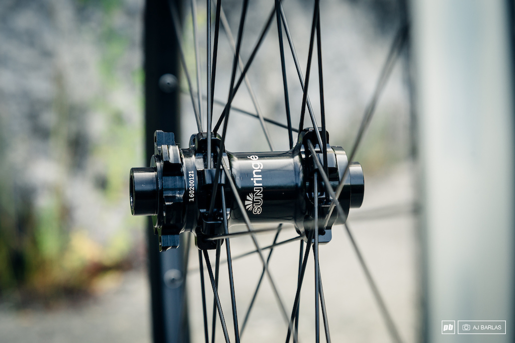Sun Ringle's SRX front hub with straight pull spokes