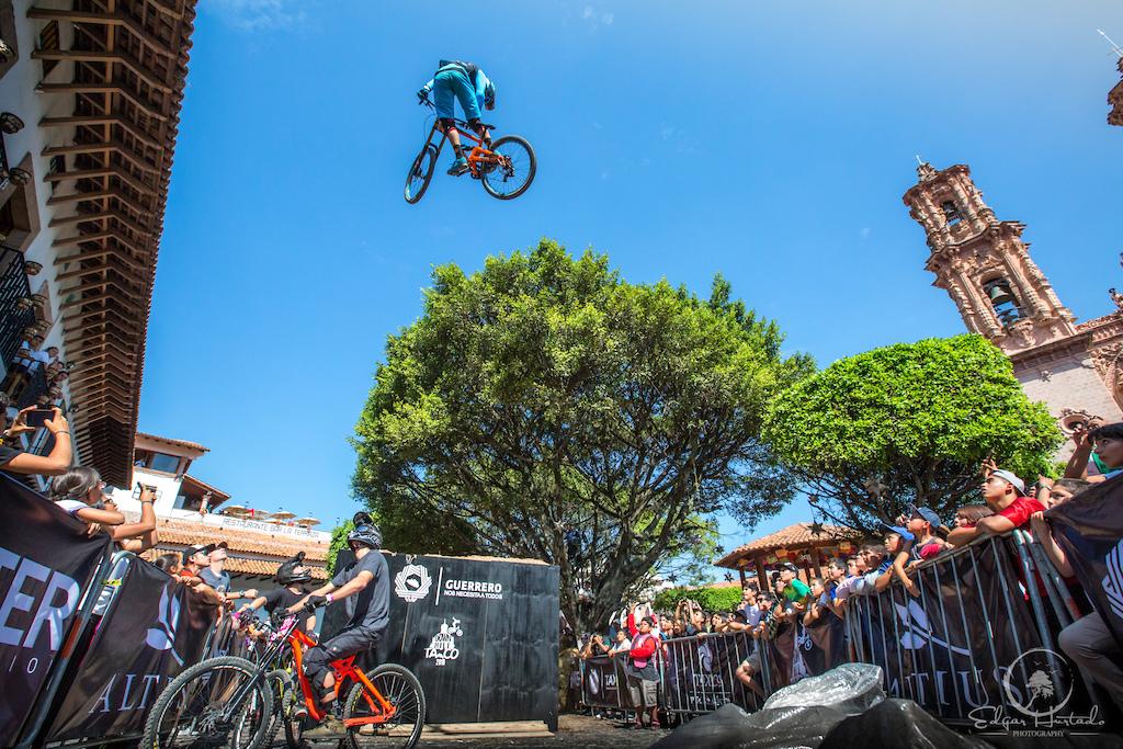 The plaza jump on the Downhill Taxco race.  Photo: Edgar Hurtado