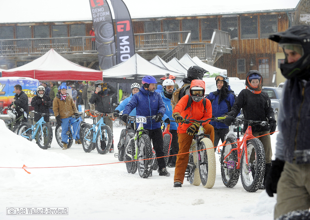 Fat bike lift lines reunion Photo Jeb Wallace-Brodeur