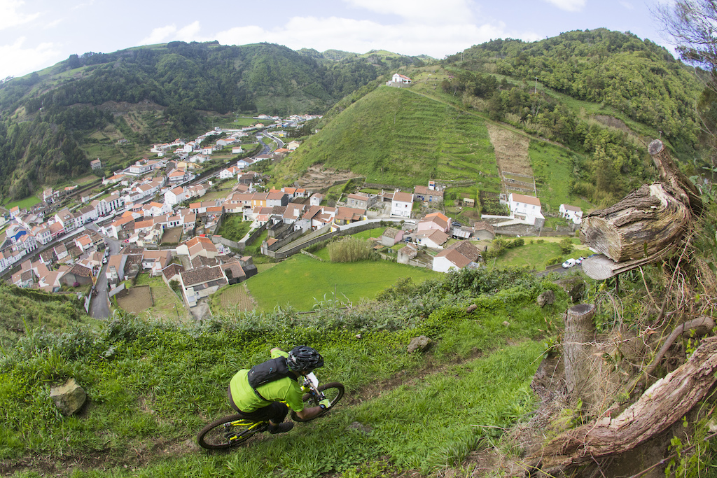 Photo report from second edition of Faial da Terra Enduro Fest. Photos from Antonio Abreu, MADproductions.