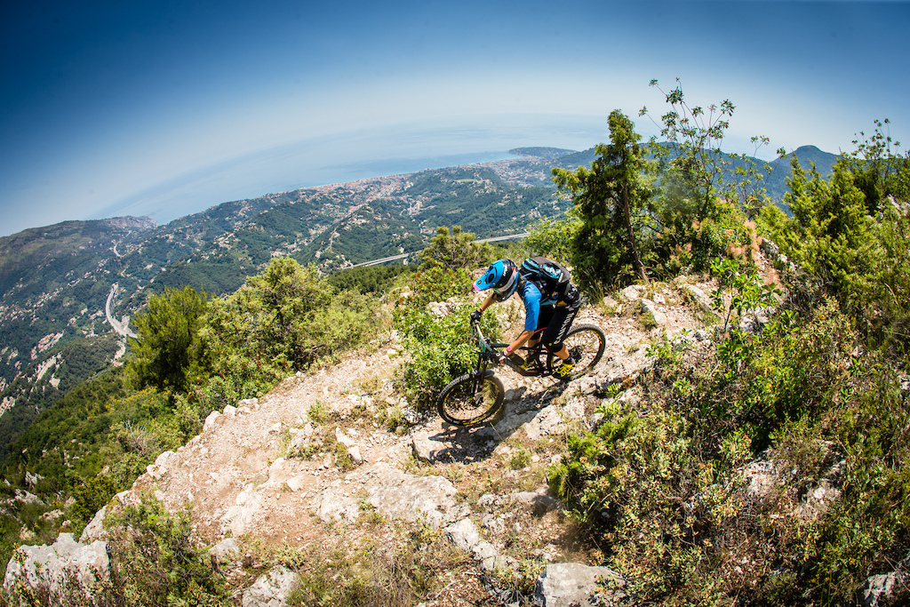 The last stage was with the mediterranean in sight but Ines Thoma soon had no more air in the tire...
