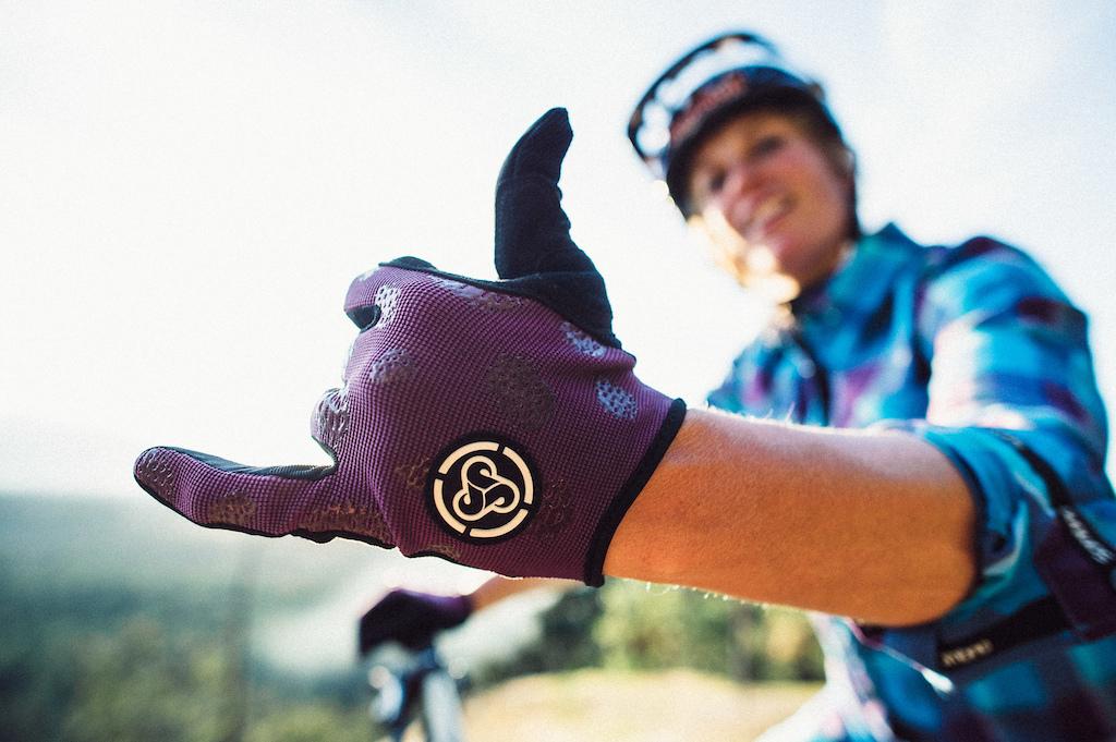 Sombrio 2017 Lily Gloves in Grape Pine Cone