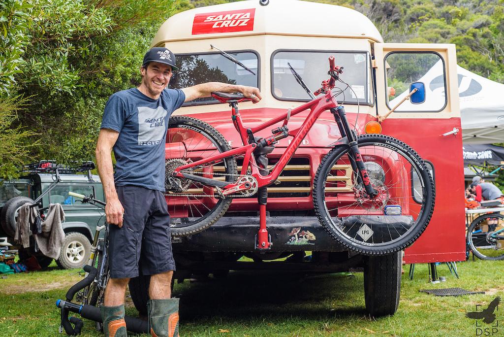 Jamie Nicoll with his matching Bus and Santacruz Hightower.