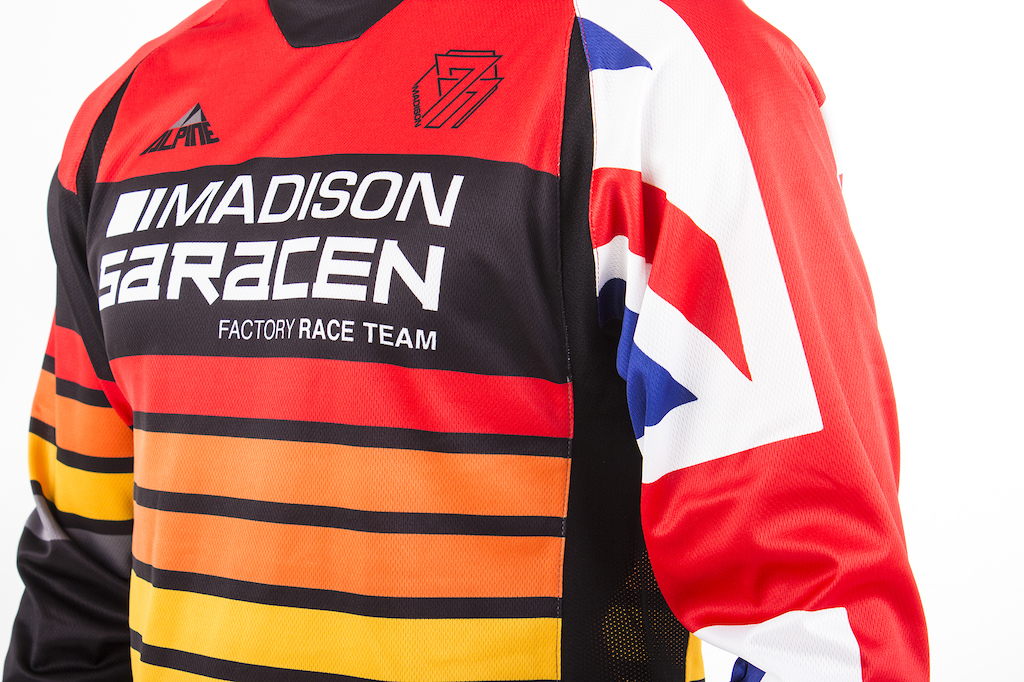 Madison Saracen Team Myst 2017 Bikes and Kits