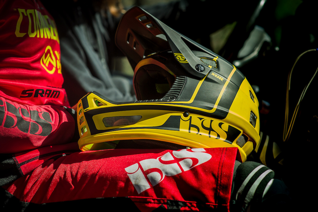 COMMENCAL VALLNORD DH RACING 2017