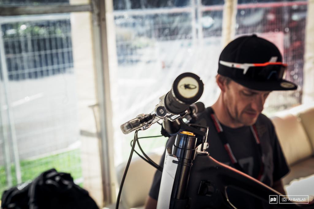 Specialized Gravity Team Bike checks