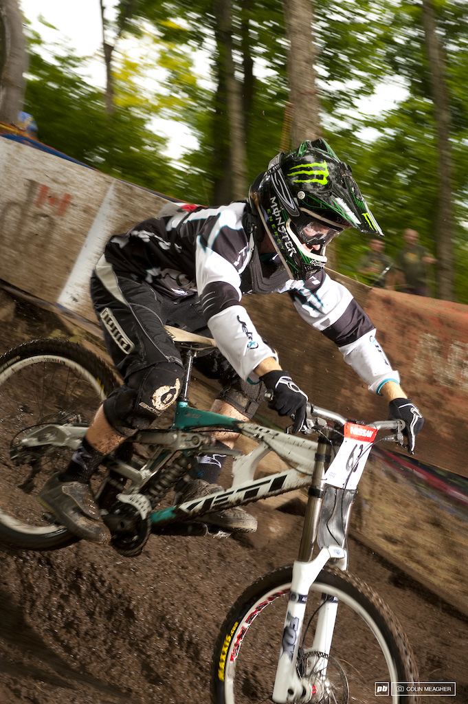 racing to qualify in the men s DH race at Bromont QC 2008 World Cup