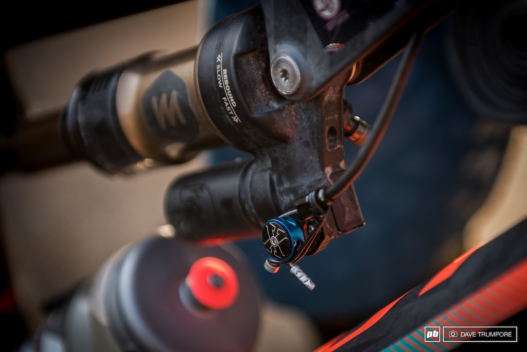 Remy Absalon s rear shock with lockout