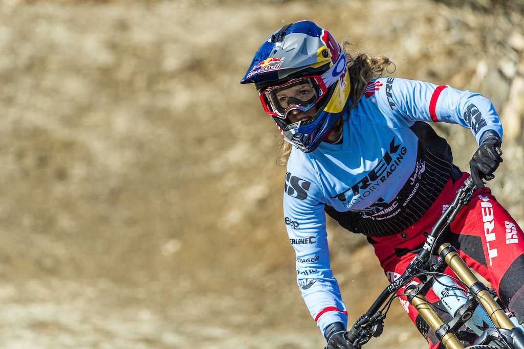 Rachel Atherton performs during Red Bull photoshoot in Aberystwyth Wales UK on March 09 2017 Olaf Pignataro Red Bull Content Pool P-20170319-00366 Usage for editorial use only Please go to www.redbullcontentpool.com for further information.