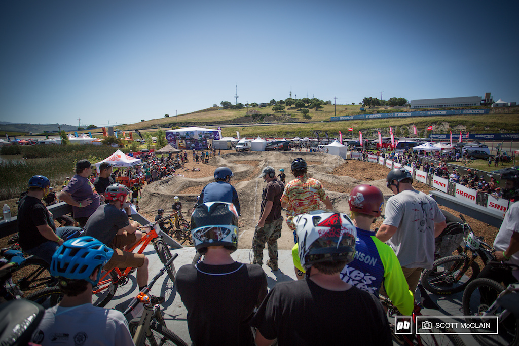As qualifying started the crowd was hyped and the riders gathered at the top