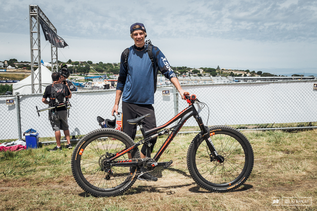 Martin S derstr m didn t make it to the main event but he had a good time regardless. He was riding the Specialized Enduro SX fitted with some carbon hoops and running gear from Rockshox and SRAM.