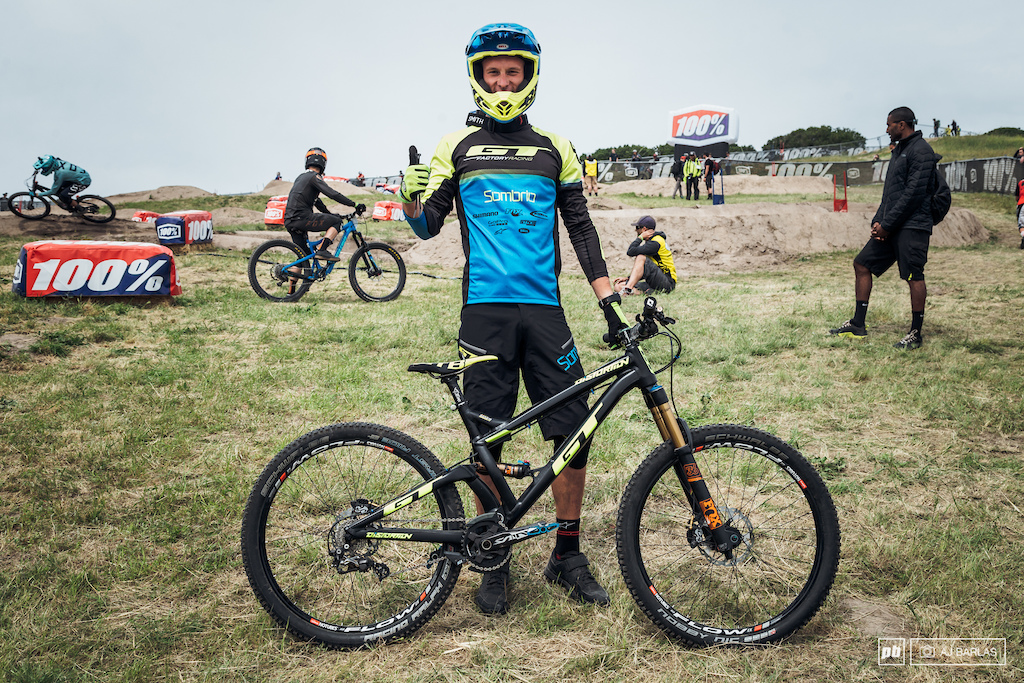 Martin Maes was looking to three-peat this Sea Otter aboarrt his GT Distortion. Martin said he loves the 26 wheeled bike going as far as to say that it s one of his favourite bikes that he s ridden.