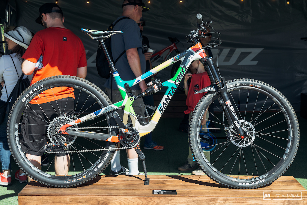 Iago Garay and Mark Scott have been running these special custom painted Santa Cruz Hightower s at the first couple of rounds of the EWS but we feel that it s worth including here again.