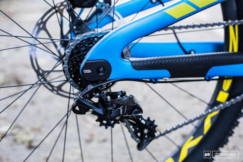 The Rage has adjustable chainstay length, David has opted for the short position meanwhile team mate Phil Atwill has gone for the longer option.