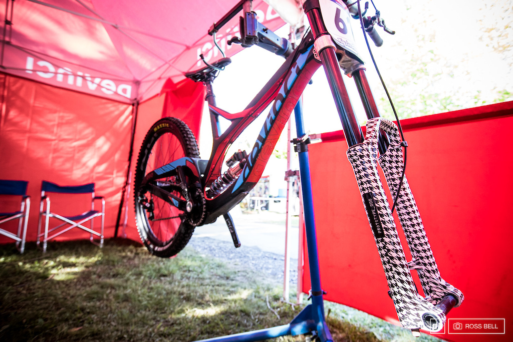 There's nothing discrete about these prototype Formula forks!