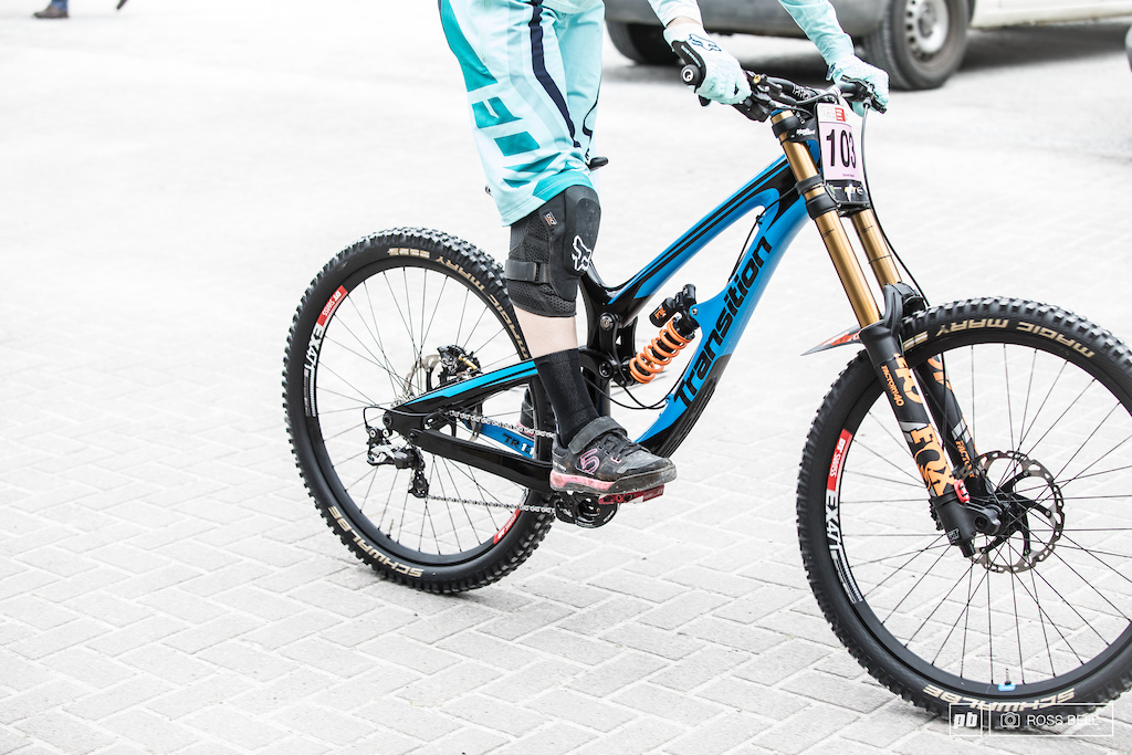 Spy Shots of Tahnée Seagrave\'s New Transition T11 - Fort William BDS ...