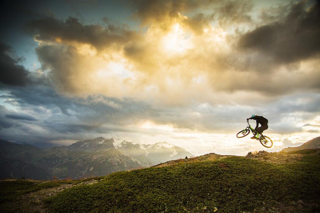 Trippin - Alpine Minute.