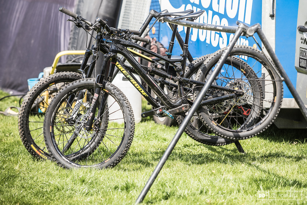 Sam Hill sits second in the overall and now has a new bike under him this weekend details are limited but its a carbon front end and 650B.