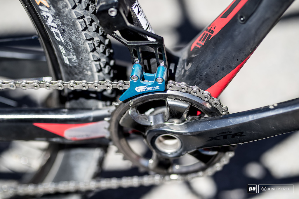 In last week s World Cup Van der Poel dropped his chain due to a broken RD clutch. To add security the Cabtech chainguard provides peace of mind.