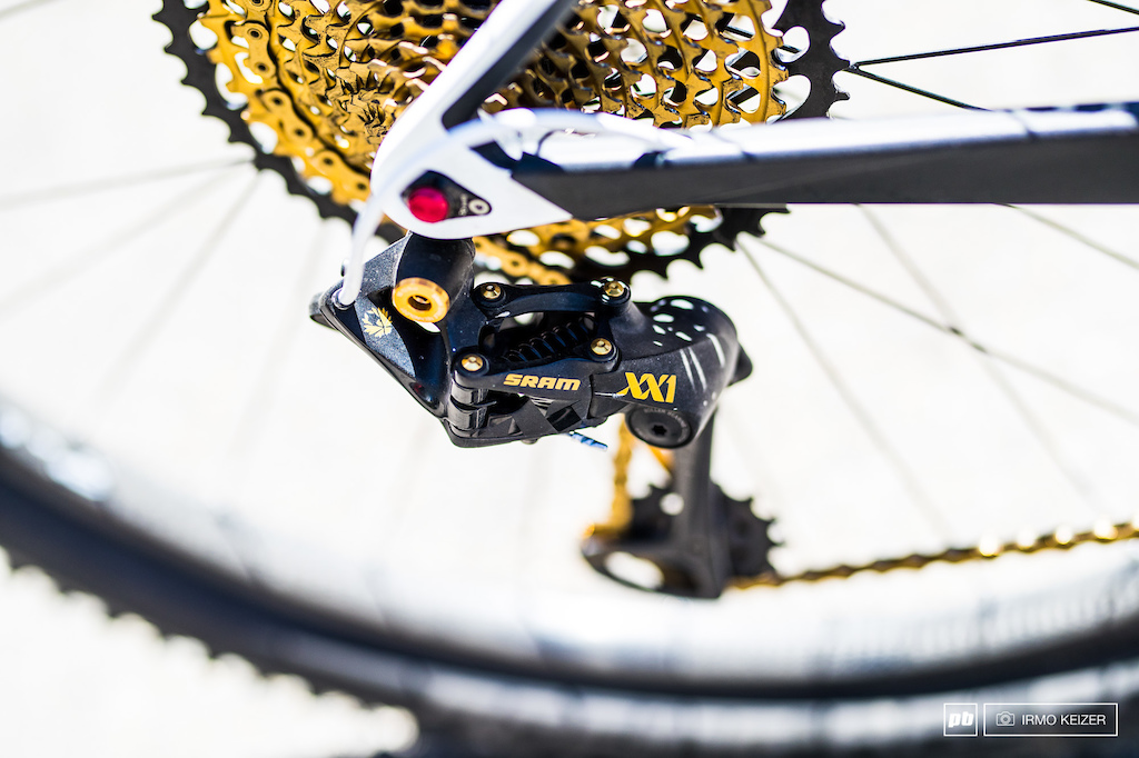 Lots of bling bling with SRAM s XX1 Eagle.