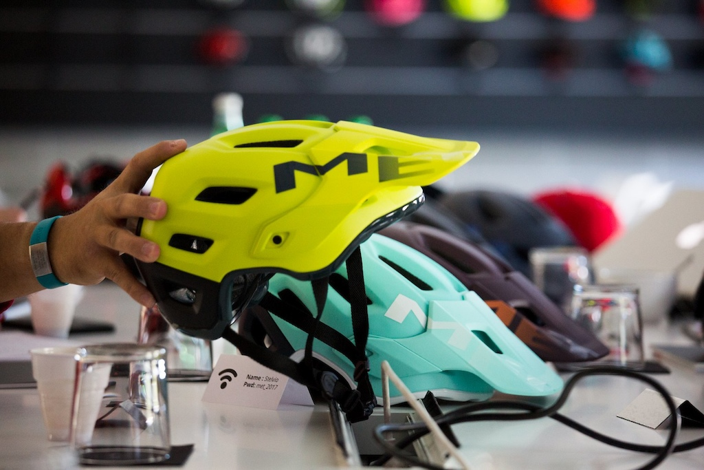 Roam, the New Helmet for All Mountain Italian Brand Met