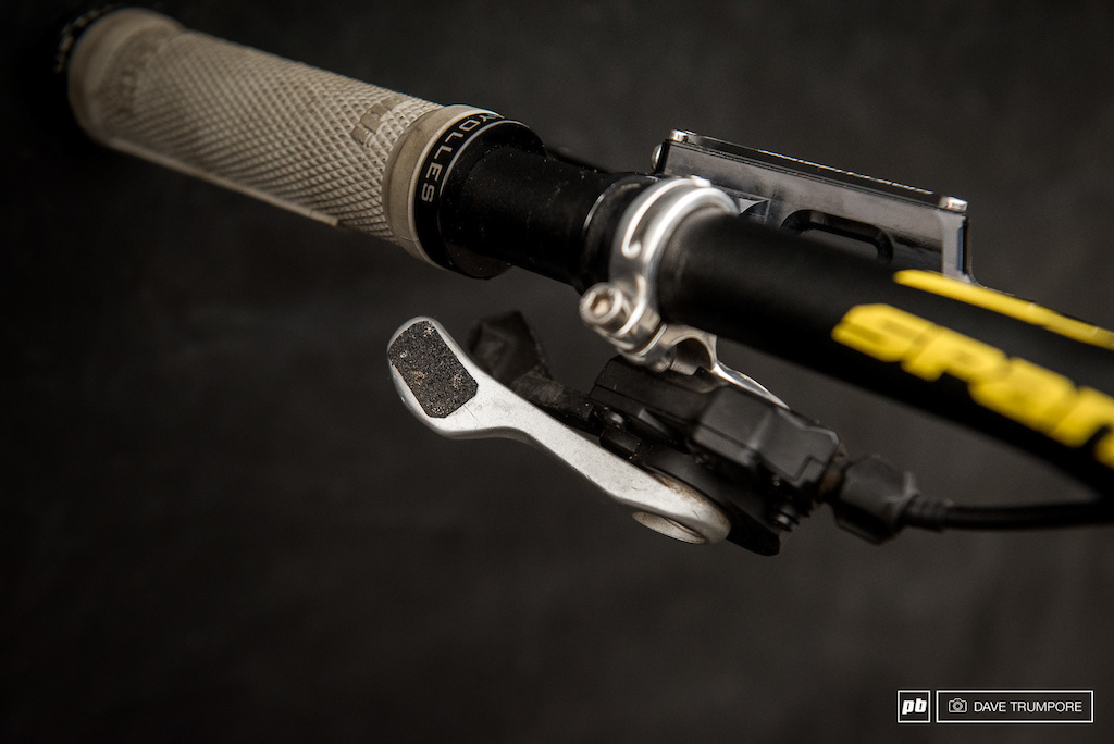 a left-hand shifter is an uncommon sight on a DH bike these days.