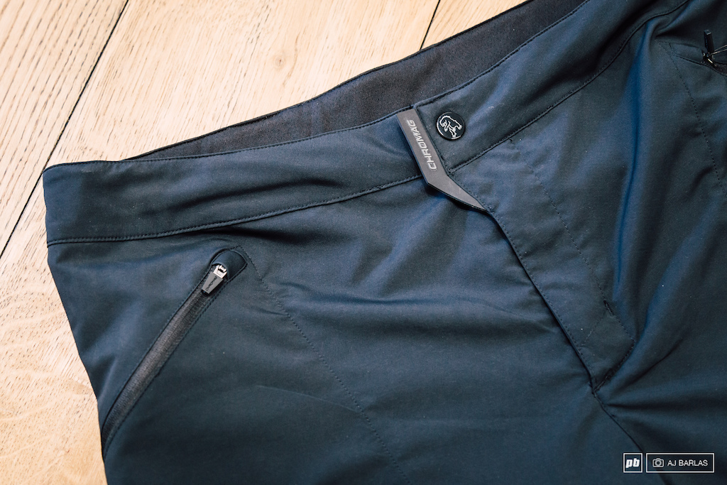 The Ambit Short features a single buckle with velcro for added security and three zip pockets one on either side and an ergonomically placed one on the lower right leg.
