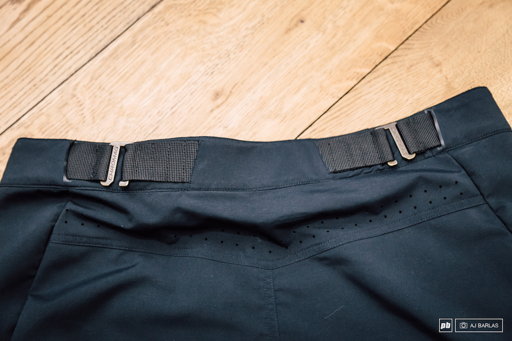 The Ambit Short features a unique take on the waist adjustment with this buckle hook system in place rather than the usual elastic and velcro.