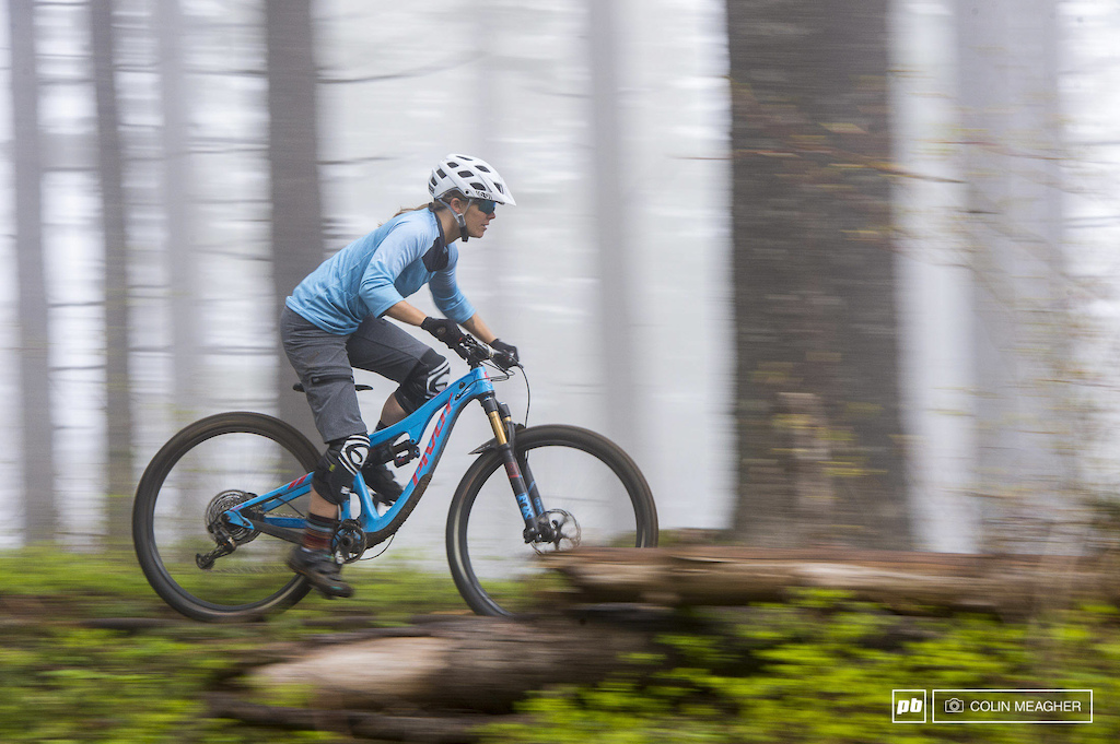 Action and static imagery of the IXS Sever 6.1 short and Vibe 6.1 jersey.