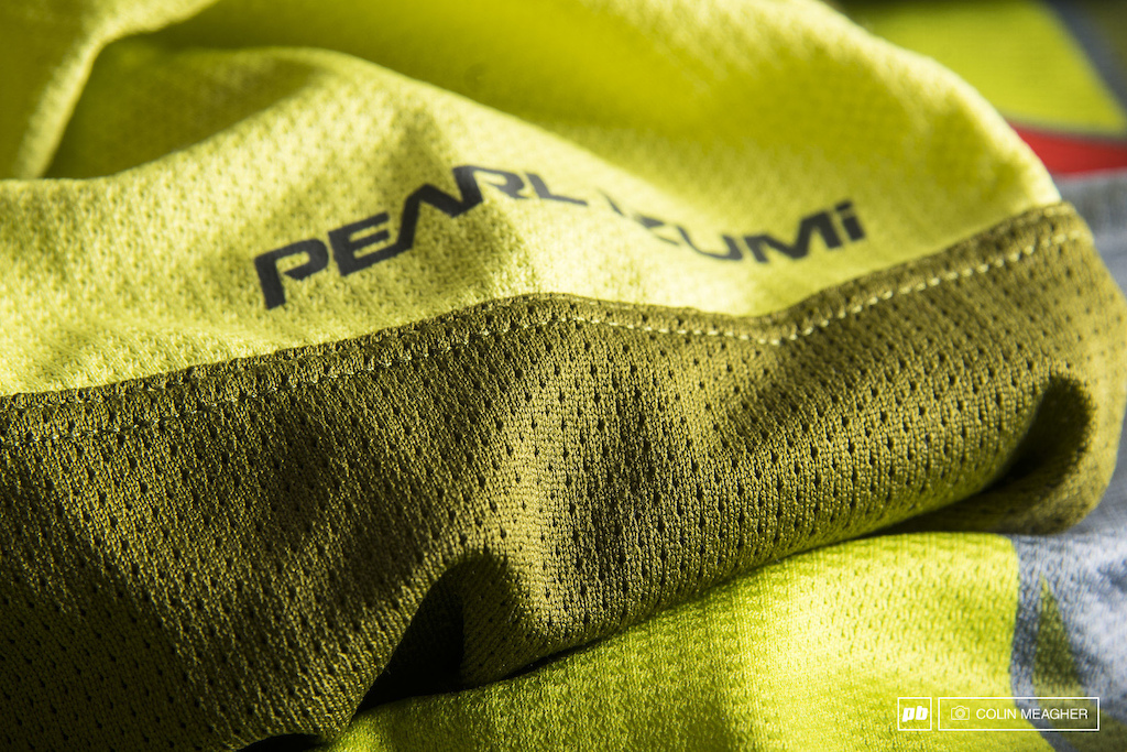 Detail image of the Pearl Izumi Launch MTB Jersey fabric.