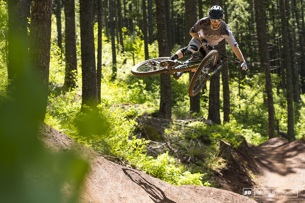 Justin Fernandes in Post Canyon with the Leatt DBX 3.0 Jersey and Short.