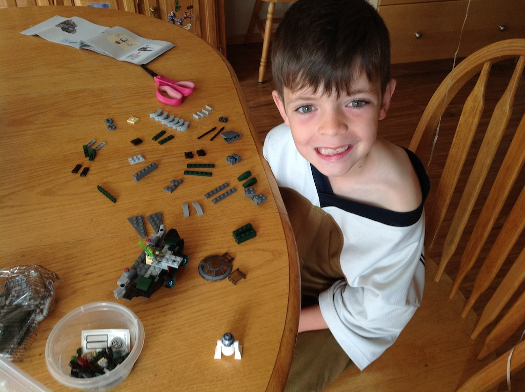 Look at how this kid arranges his Lego before he builds it.