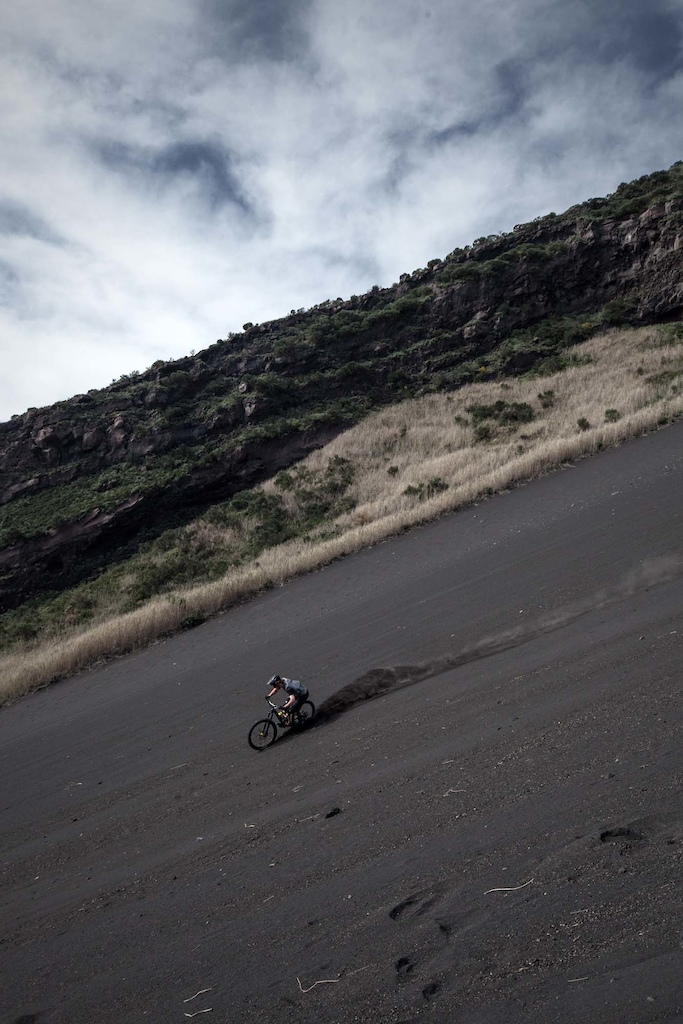 Ride the Aeolian Arc MET helmets