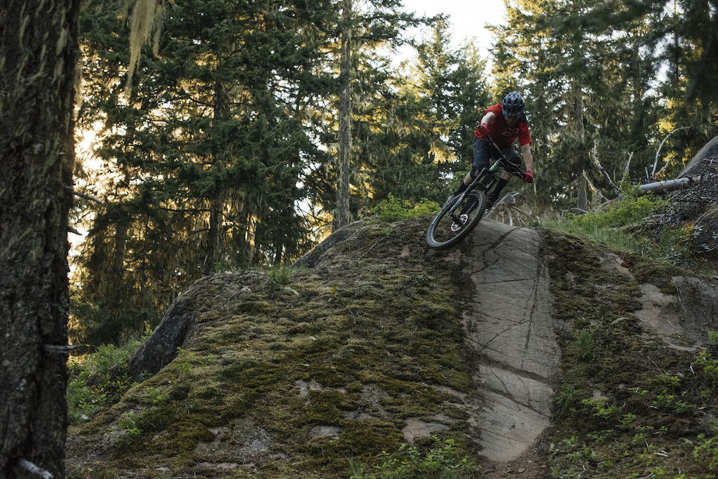 Hypersonic Blur Kenny Smith on the Devinci Troy
