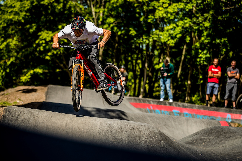 SCOTT-Velosolutions and special guests tear up the Velosolutions Edinburgh pump track