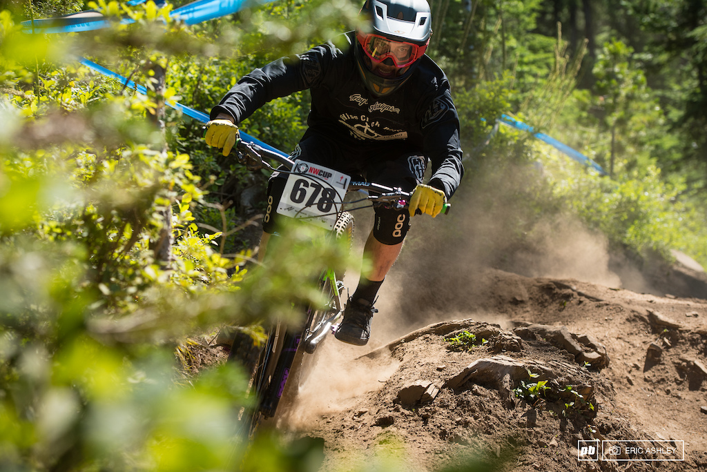 Nick Locke works through a rutted high-line on Frankenbeans Cat 1 Men 19-29 .