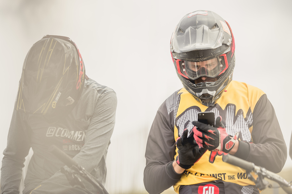 The New Raw MTB App Lets You Race Loic Bruni - Pinkbike
