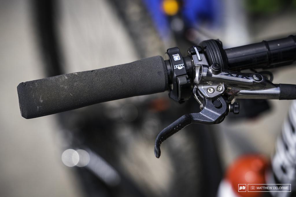 Mathias Flueckiger s Radon dual-suspension XC racebike
