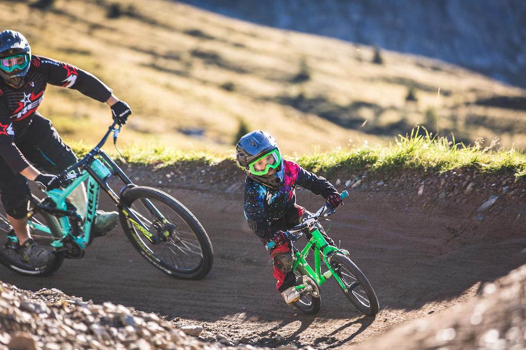 Bike Kids Skill Center Bikepark Family Sommer Familie Kinder Pumptrack