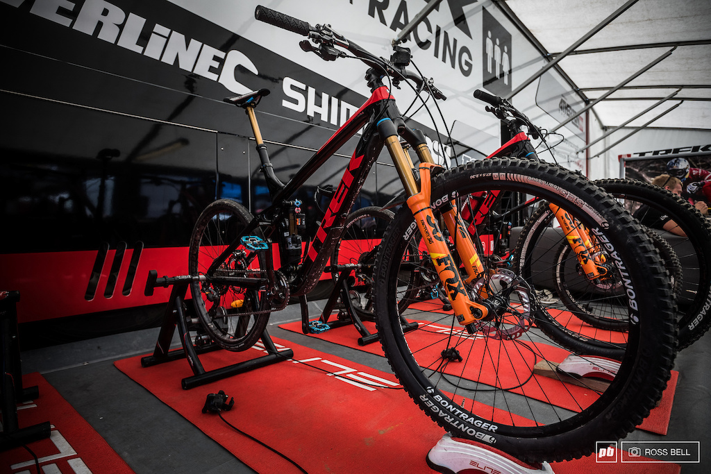 In the Trek pits is a whole fleet of Remedys lined up for the Athertons Grame Mudd and junior Kade Edwards.