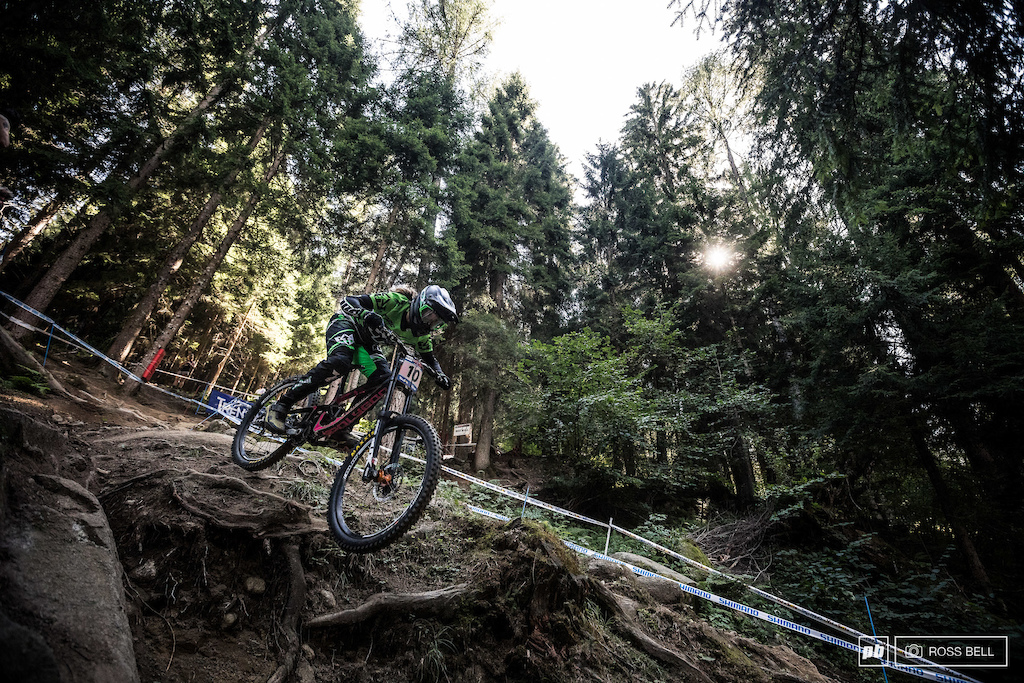 Vaea Verbeeck's bike didn't complete the journey from Canada to Italy leaving her to scour the pits for an alternative, the solution being Tracey Hannah's old bike.