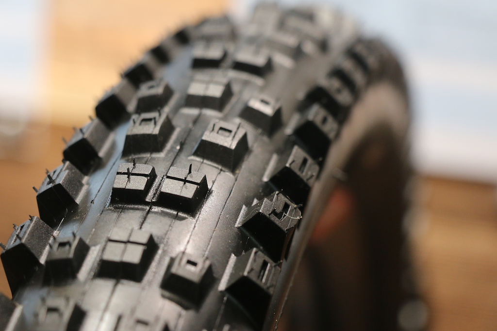 Eurobike Tires Maxxis 2.6 Schwalbe Magic Mary 2.8