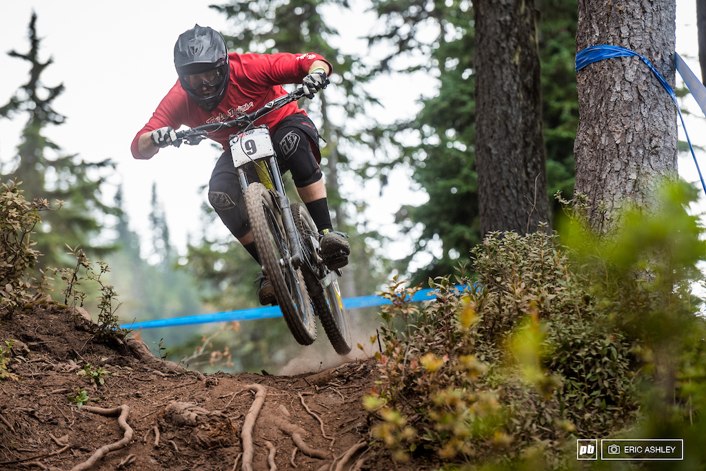 Jesse Ransavage boosts back into the roots and dust Pro Men .