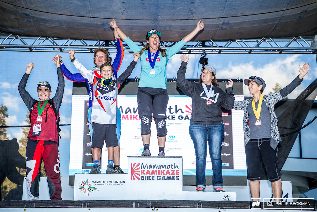 Your Women s Legends of the Kamikaze podium with Leigh Donovan flanked by Giovanna Bonazzi Mercedes Natvig Penny Lundgren and Paula Santerior.