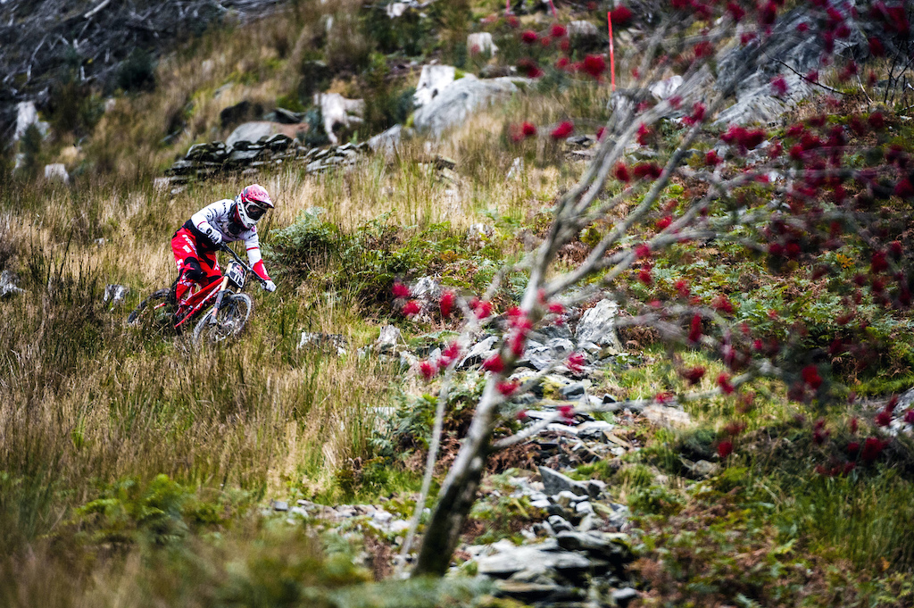 Dan Atherton performs during qualifying session of Red Bull Hardline in Dinas Mawddwy UK on September 18 2016 Olaf Pignataro Red Bull Content Pool P-20160918-02482 Usage for editorial use only Please go to www.redbullcontentpool.com for further information.